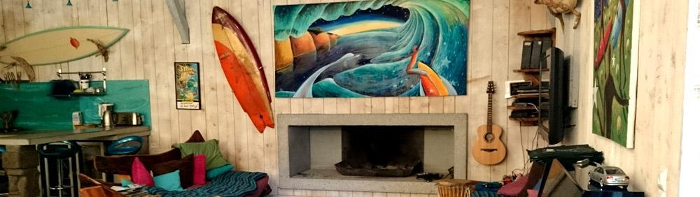 Art and cosy at the Natural Surf Lodge communal room